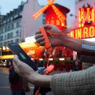 Nomade et connecté, vous allez passer un bon weekend avec @xoopar 😍 ➡️ À retrouver sur C4U.com ! • #batterie #chargeur #nomade #paris #moulinrouge #xoopar #caseforyou #adaptateur #powerbank #cable #power #smartphone #telephone