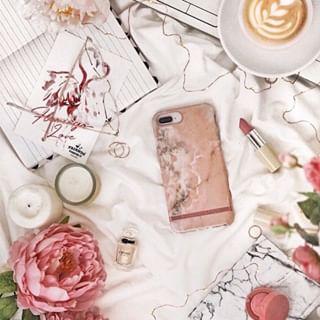 Ajoutez une touche de printemps à votre look 🍦⠀⠀⠀⠀⠀⠀⠀⠀⠀ 📸 @richmondfinch⠀⠀⠀⠀⠀⠀⠀⠀⠀ •⠀⠀⠀⠀⠀⠀⠀⠀⠀ #fashion #fashiontechnology #style #instafashion #instastyle #printemps #feelinggood #lipstick #rose #pink #sophistication