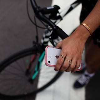 Avis à tous les riders et toutes les rideuses, la coque NËXT de @lifeproof pare les chutes jusqu'à 2 mètres de haut 🔥⠀⠀⠀⠀⠀⠀⠀⠀⠀ •⠀⠀⠀⠀⠀⠀⠀⠀⠀ #lifestyle #style #fashiontech #iphone #samsung #android #technology #apple #tech #mobile #phone #huawei #instagood #galaxys #gadgets #ios #electronics #iphonex #photooftheday #accessoires #fashion #design #designer #smartphone #gadget