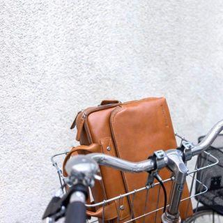 A vos sacs ! Pour cette rentrée 2019 on mise tout sur le cuir avec les sacs @dbramante1928 💼😍 #backtoschool #macbookcase #fashionaccessories #leatherbag #danishdesign #rentree2019 #rentreescolaire #travelbag #protection