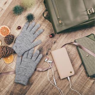 Restez au chaud et toujours connecté avec les gants pour écrans tactiles Moshi. Fabriqués en fibre conductrice, ils vous permettent de manipuler avec précision votre smartphone ou tablette.⠀⠀⠀⠀⠀⠀⠀⠀⠀ #caseforyou